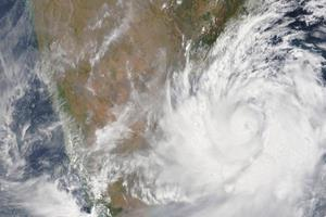 Khabar East:10-thousand-villages-11-lakh-people-were-injured-in-cyclonic-storm