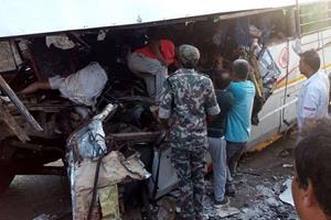 Khabar East:11-dead-25-injured-in-Jharkhand-road-crash-truck-collides-with-bus