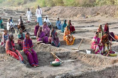 Khabar East:1125-crore-man-days-of-employment-in-Chhattisgarh-so-far-this-year-86-of-target-met