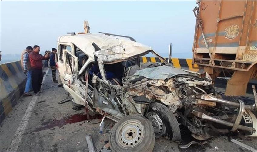 Khabar East:12-people-killed-in-road-accident-between-Kursela-to-Katihar