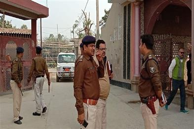 Khabar East:17-lakh-robbed-from-the-finance-company-at-gunpoint-robbers-absconded-after-the-incident