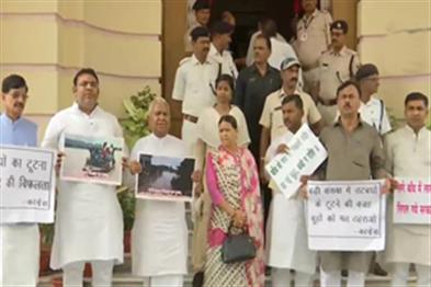 Khabar East:18-lakh-people-affected-by-floods-in-Bihar-demonstrations-of-opposition-in-assembly