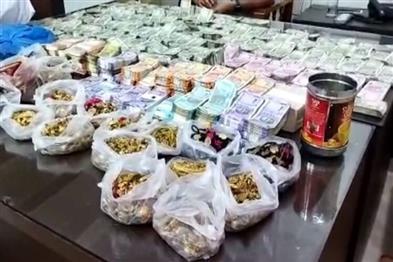 Khabar East:8-KG-Gold-Rs-75-Lakh-Cash-Seized-From-Ganja-Traders-House-In-Odisha
