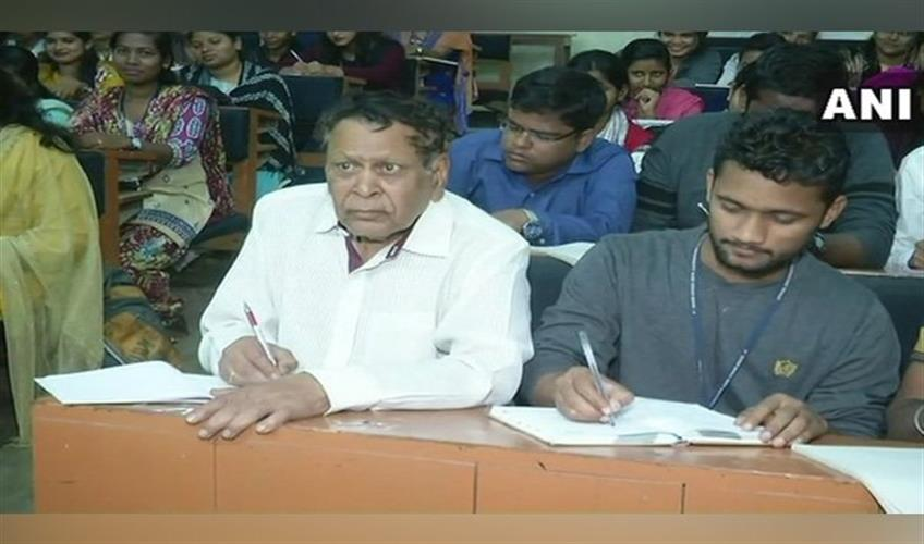 Khabar East:80-year-old-former-parliamentarian-and-ex-MLA-Narayan-Sahu-is-pursuing-his-PhD