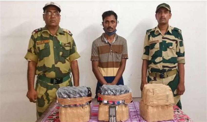 Khabar East:A-Bangladeshi-smuggler-arrested-with-150-cough-syrups