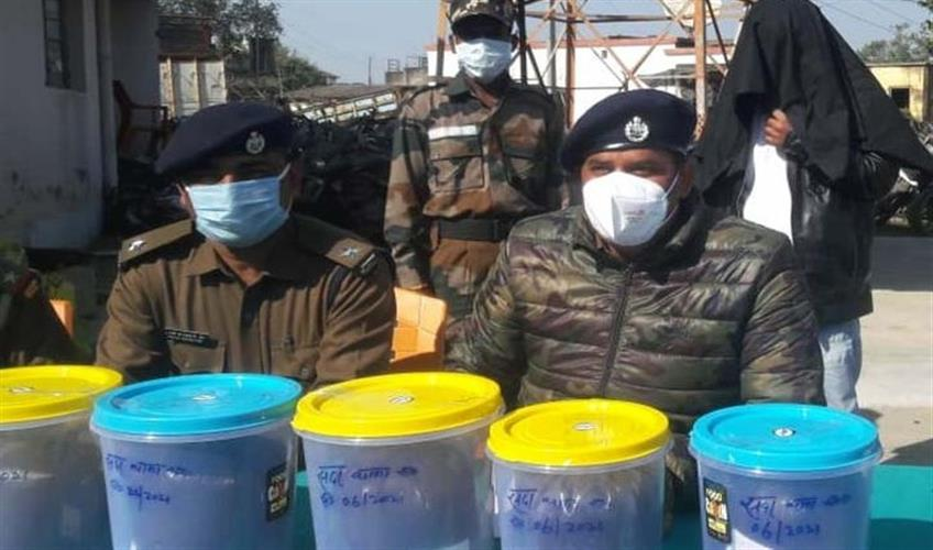 Khabar East:A-smuggler-arrested-with-opium-worth-25-lakh-rupees