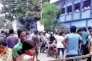 Khabar East:After-speaking-Jai-Shri-Ram-in-school-beaten-students-lathi-charge-on-guardians