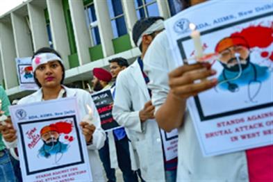 Khabar East:After-the-meeting-with-Mamata-Banerjee-the-junior-doctors-finish-the-strike-in-West-Bengal