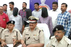 Khabar East:Arrested-for-robbing-nine-lakhs-of-cashier-from-a-day-long-shooter