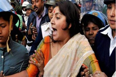 Khabar East:BJP-activists-furious-against-gangrape-many-activists-including-Lacket-Chatterjee-arrested