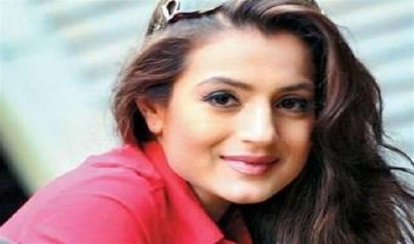 Khabar East:Bollywood-actress-Amisha-Patel-gets-relief-from-Jharkhand-High-Court