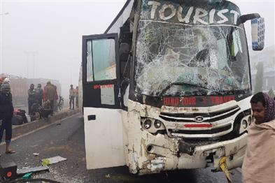 Khabar East:Bus-going-from-Haryana-to-Araria-on-NH-27-more-than-200-injured