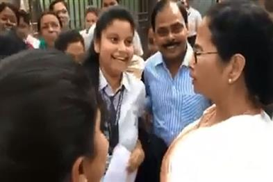 Khabar East:CM-Mamta-Banerjee-arrives-at-the-examination-center-to-meet-the-secondary-candidates