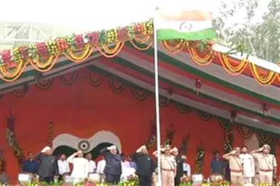 Khabar East:CM-Raghuvar-Das-hoisted-tricolor-in-Morahabadi-field-best-wishes-to-people