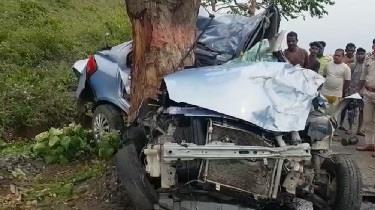 Khabar East:Car-collided-with-tree-while-hitting-bike-five-killed