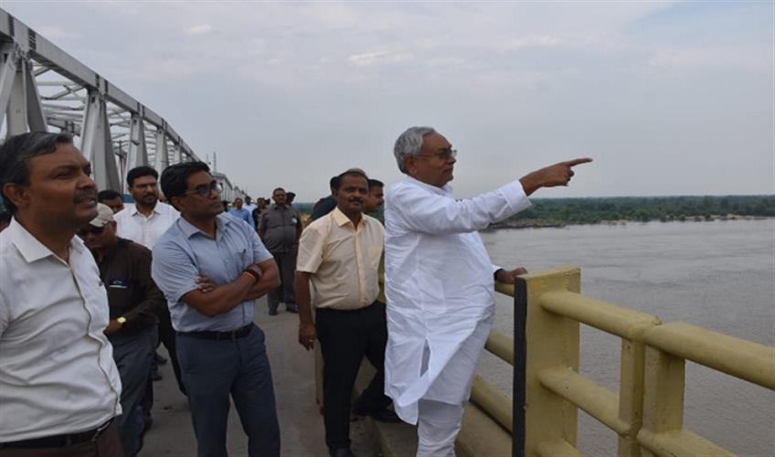 Khabar East:Chief-Minister-Nitish-Kumar-took-stock-of-the-rising-water-level-of-Ganga