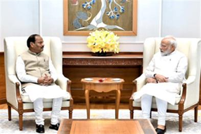 Khabar East:Chief-Minister-Raghuvar-Das-met-PM-Modi-gave-information-about-development-schemes