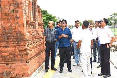 Khabar East:Chief-Secretary-Shri-RP-The-board-inspected-the-important-sites-of-Ram-Vanagman-Marg-in-Mahasamund-Balodabazar-Janjgir-Champa