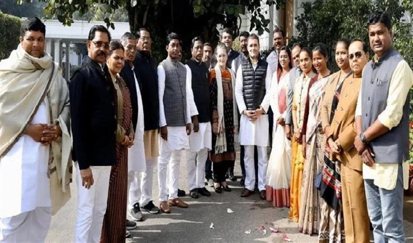 Khabar East:Congress-MLA-from-Jharkhand-meets-Sonia-and-Rahul-Gandhi-cabinet-expansion-may-soon
