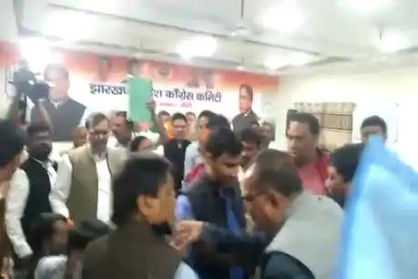 Khabar East:Congress-clashed-with-each-other-a-meeting-was-convened-to-surround-the-central-government-on-petrol-and-diesel