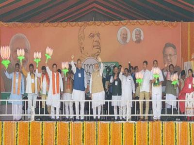 Khabar East:Congress-supports-urban-Naxalites-Narendra-Modi