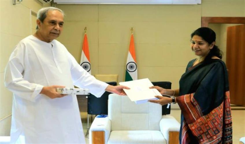 Khabar East:DMK-leader-Kanimozhi-meets-Odisha-CM-raises-NEET-exam-issue