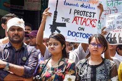 Khabar East:Doctors-protesting-turned-down-the-invitation-to-Mamata-saying-First-forgiveness-demands