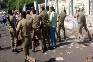 Khabar East:During-the-voting-in-Ara-stone-pelting-two-policemen-injured