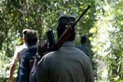 Khabar East:Fierce-encounter-between-police-and-Naxalites-three-militants-killed-and-one-injured