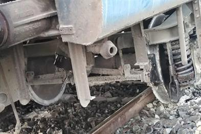 Khabar East:Howrah-Puri-Dhauli-Express-in-Bengal-derailed-a-bogie-all-passengers-safe