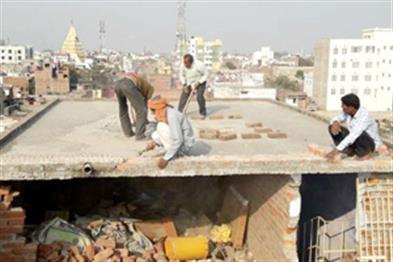 Khabar East:Hummer-on-the-house-of-Muzaffarpur-girl-girl-in-presence-of-police