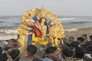 Khabar East:Immersion-of-idols-of-Goddess-Durga-amid-drums-and-drums