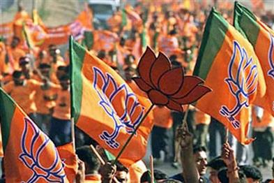Khabar East:In-Bengal-two-groups-of-workers-clashed-in-front-of-the-current-and-former-state-president-of-BJP