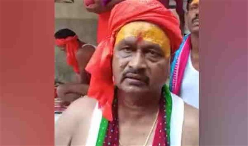 Khabar East:JDU-MLA-arrived-to-offer-water-said---he-is-on-worship-otherwise-he-would-have-taken-off-his-pride