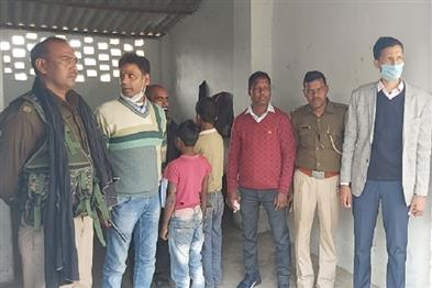 Khabar East:Labor-department-raids-hotels-frees-two-child-laborers