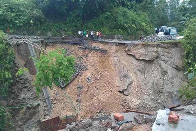 Khabar East:Landslides-in-hilly-areas-heavy-devastation-in-Kalimpong-and-Darjeeling-two-killed