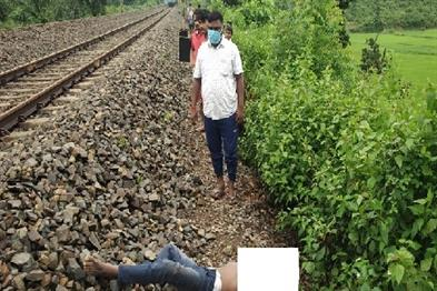 Khabar East:Lover-couple-hit-by-train-lovers-death-girlfriend-seriously-injured