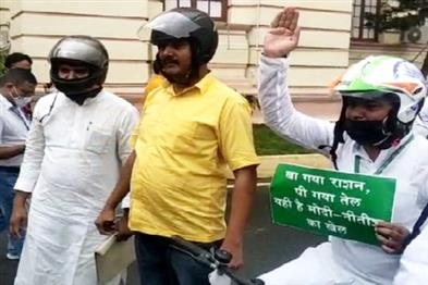 Khabar East:Many-MLAs-reached-the-House-wearing-helmets-even-on-the-second-day-of-the-monsoon-session