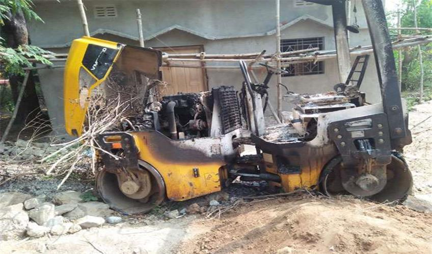 Khabar East:Naxal-set-on-fire-JCB-and-other-vehicles