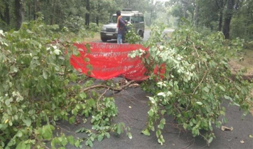 Khabar East:Naxalites-collapse-during-PLGA-week-killing-two-villagers
