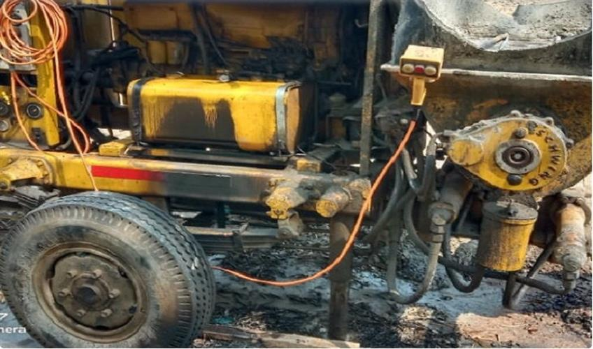 Khabar East:Naxalites-on-Maharashtra-border-fire-in-road-and-bridge-construction