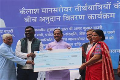 Khabar East:On-the-occasion-of-Mahashivaratri-the-Chief-Minister-gave-Rs-one-lakh-for-the-devotees-of-Bholenath