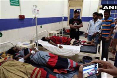 Khabar East:Pick-up-van-carrying-30-women-laborers-20-injured