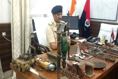 Khabar East:Police-busted-mini-gun-factory-in-Saharsa-arms-recovered-one-arrested