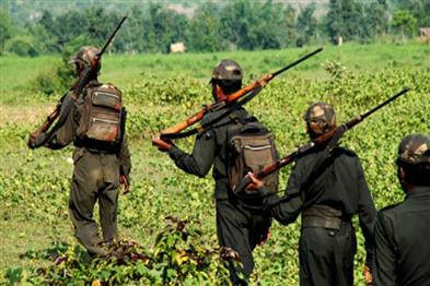 Khabar East:Politician-escape-to-campaign-in-Naxal-affected-area