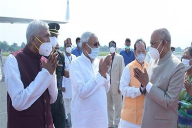 Khabar East:President-Ram-Nath-Kovind-returned-to-Delhi-from-a-three-day-visit-after-greeting-the-people-of-Bihar
