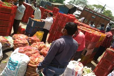 Khabar East:Prices-of-vegetables-decreased-arrivals-increased-in-the-mandis-farmers-also-started-breaking-vegetables
