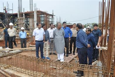 Khabar East:Public-Works-Minister-reviewed-the-progress-of-the-construction-of-houses-of-the-Chief-Minister-and-Ministers-in-Nava-Raipur