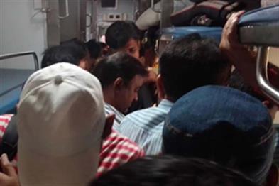 Khabar East:Raja-Rajdhani-Express-50-passenger-food-poaching-victims-Gomo-station-disorder