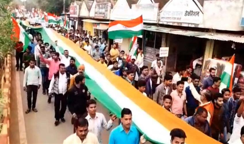 Khabar East:Rally-in-Kawardha-with-500-meter-long-tricolor-in-support-of-CAA